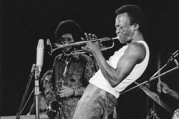 Gary Bartz (background) and Miles Davis