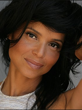 victoriarowell4a_300